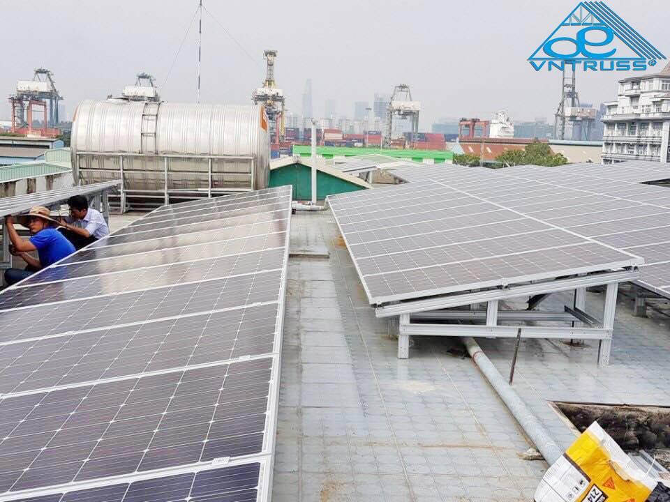 Kết cấu khung thép hợp kim nhôm kẽm VNTRUSS cho điện năng lượng mặt trời.