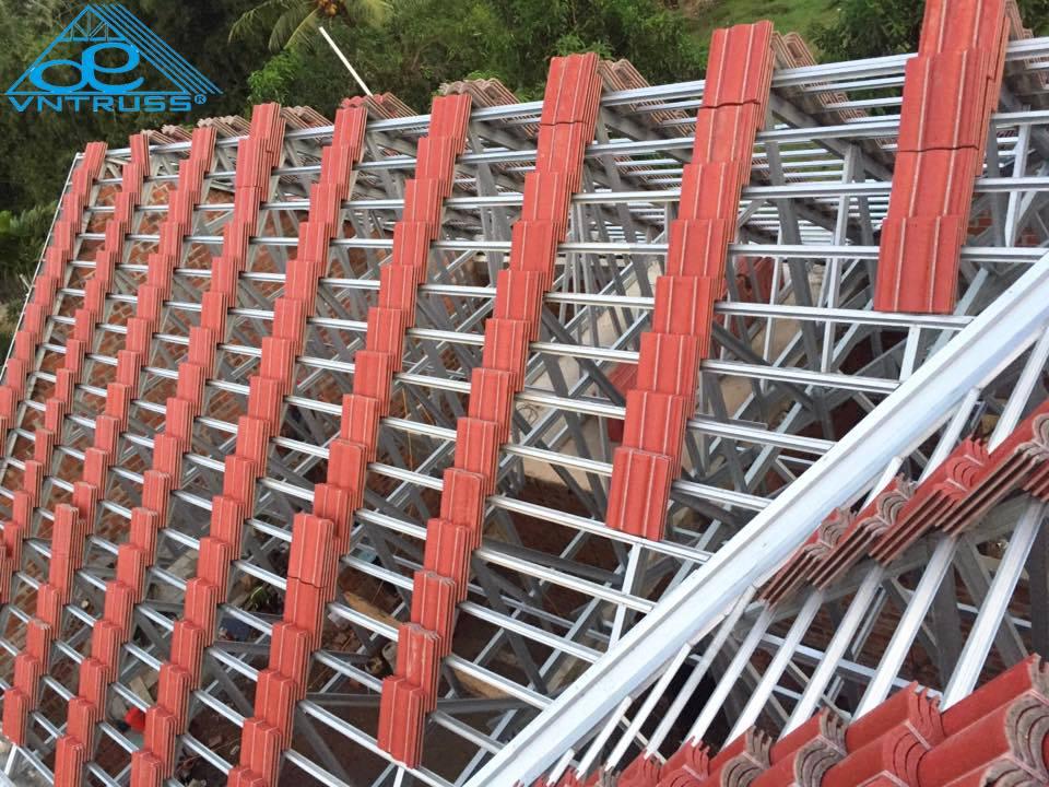 lợp ngói mái nhà với khung kèo thép