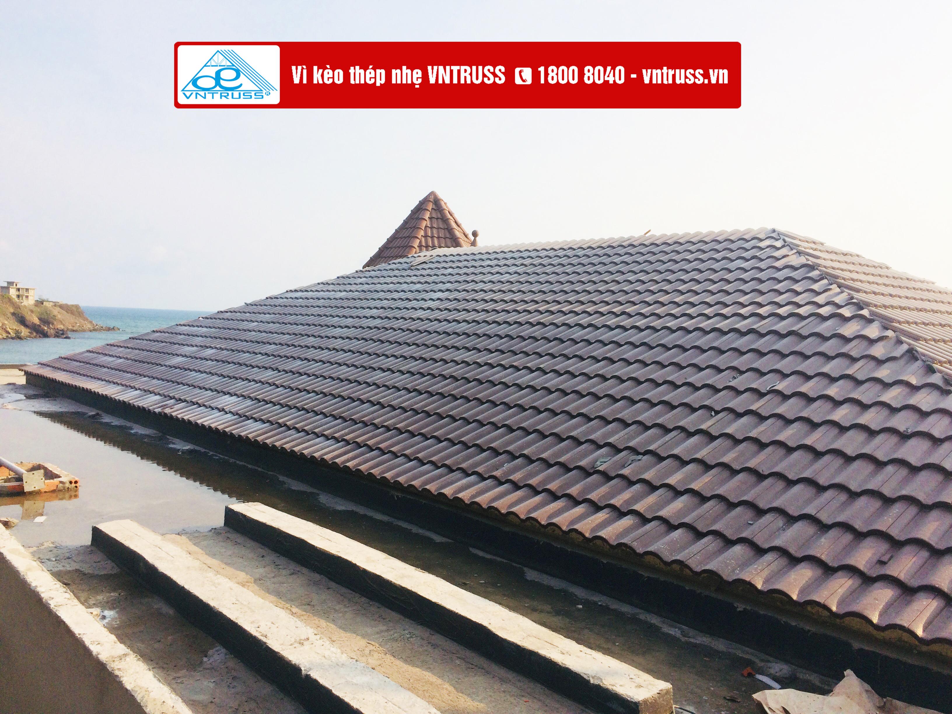 Lan Rừng Resort Vũng Tàu thay vì kèo gỗ bằng vì kèo thép chống rỉ vntruss cho toàn bộ mái ngói